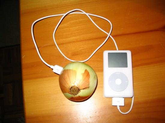Зарядка iPod при помощи луковицы