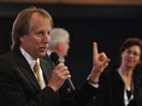 Бывший глава ICANN призвал хакеров защитить Интернет