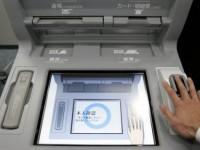 """Японские банкоматы выдают """"наличку"""" по рисунку сосудов на ладони"""