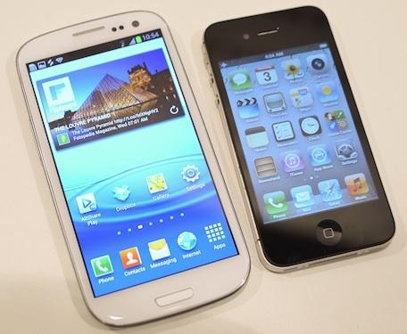 samsung-galaxy-s3-vs-apple-iphone-4s