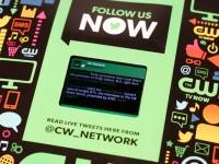 Бумажный журнал со встроенным Android-смартфоном для трансляции рекламы (видео)