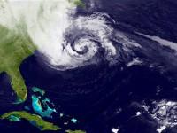 Тропический шторм в США «отменил» планы Google, но не остановил Microsoft