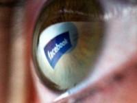 Родители всё чаще шпионят за детьми в соцсетях