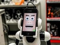 Производитель игрушек создал робота с iPhone вместо лица