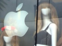 Apple наняла бывшего главу Yves Saint Laurent