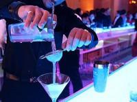 В немецком баре клиентов обслуживает бармен-робот