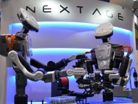 На японских заводах работают роботы-андроиды