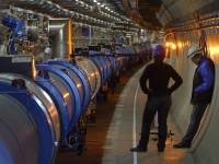 В Google можно пройтись вдоль Большого адронного коллайдера