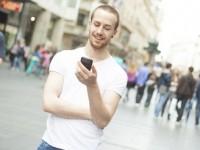 Автомобили будут замечать пешеходов по сигналам с их смартфонов