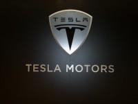 Tesla Motors хотят первыми выпустить автомобиль без водителя