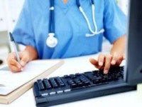 В Украине на смену бумажным медицинским карточкам придут электронные