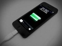 Создан плащ, который сможет заряжать смартфоны от Apple и Samsung
