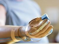 Созданы протезы, способные различать материал предмета