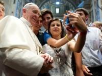 Папа Римский считает, что Интернет – это Божий дар
