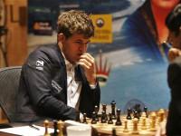 Чемпион мира по шахматам проиграл сам себе в мобильном приложении