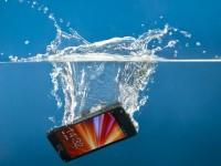 """В продажу поступили наборы """"первой помощи"""" для промокших телефонов"""
