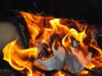 Китайская огнеупорная бумага выдерживает температуру в 1000 °С