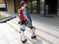 Японские инженеры создали экзоскелет для людей с ограниченными возможностями