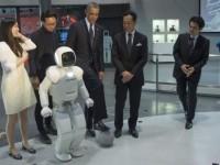 Президент США сыграл в футбол с роботом компании Honda