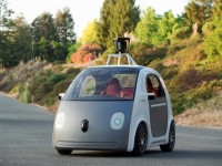 Google представила рабочую модель автомобиля без руля и педалей
