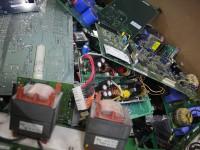 Инженеры из Великобритании создали растворимый клей для оптимизации электронных отходов