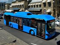 Volvo испытывает технологию зарядки электроавтобуса на ходу