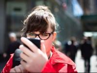 На Тайване введут штрафы для пешеходов с мобильными телефонами