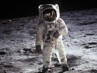Знаменитости платят $150 млн за полёт на Луну от Space Adventures