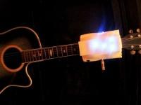 Робот поможет сыграть на гитаре, зажимая аккорды вместо человека