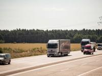 Daimler испытал свой беспилотный грузовик на 8-полосном шоссе