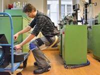 В Швейцарии создали носимый на теле стул-экзоскелет