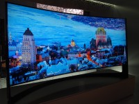 Гибкий телевизор Samsung с поддержкой 4K уже поступил в продажу