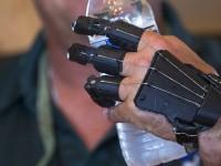 Американец создал для себя высокотехнологичный протез руки