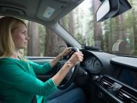 В продажу выходит автомобильный проектор с голосовым и жестовым управлением