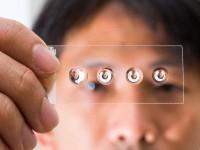 В Австралии создали жидкие линзы, превращающие телефон в микроскоп