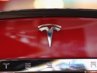 Аналитик Morgan Stanley обвалил акции компании Tesla Motors