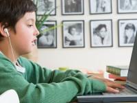 53% школьников РФ проводят в Интернете круглые сутки
