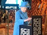 Английская королева разместила своё первое сообщение в Twitter