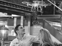 В британских кафе появятся дроны для поцелуев
