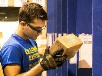"""Ukraine Express заменила сканеры товара """"умными очками"""" Google Glass"""