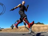 Изобретатель создал бионические «ноги», разгоняющиеся до 45 км/ч