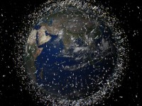 NASA опубликовало видео с космическим мусором на орбите Земли