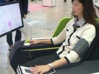 Медицинское кресло от Sharp ставит диагноз сидящему в нём человеку