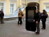 Россияне против Apple: памятник Стиву Джобсу продают, а  iPhone меняют на YotaPhone 2