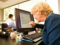 """Молодёжь уступает """"сложную и умную""""  сеть Facebook пенсионерам"""