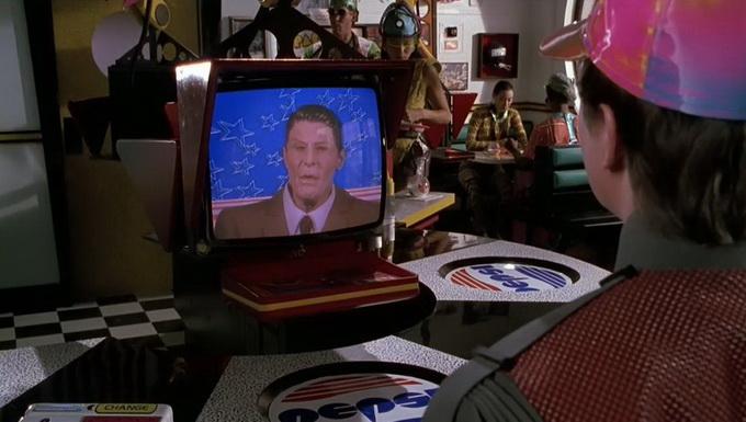 Робот-телевизор вместо  официанта