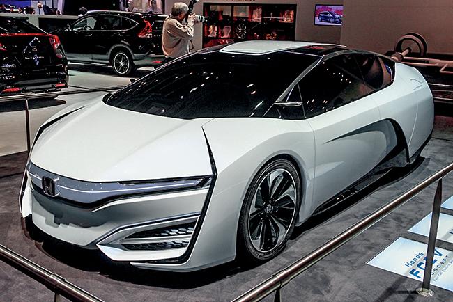Honda FCEV-Concept-Hydragen хоть и является только концепт-каром, тем не менее, выглядит намного элегантнее, чем могли представить в 1980-х