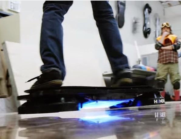 Профессиональный скейтбордист Тони Хоук опробовал первую рабочую модель Hendo Hoverboards