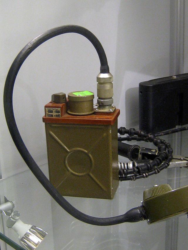 Р-147 — советская малогабаритная УКВ-радиостанция для связи в низовом звене управления ВС. На вооружении с начала 1970-х гг. Одна из самых миниатюрных советских раций военного назначения.