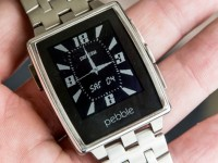 Pebble продала уже миллион своих «умных часов»